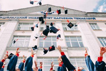 نظام آموزشی-آموزش کارآفرینی-نقش دولت در کارآفرینی-کارآفرینی-توسعه اقتصادی-مانی شجاعی