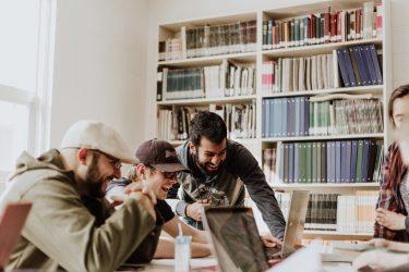 نظام آموزشی-آموزش کارآفرینی-کارآفرینی در ایران-کارآفرینی-کارآفرین-مانی شجاعی