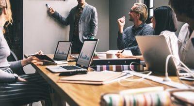 محیط کارآفرینی-عوامل محیطی کارآفرینی-عوامل تاثیرگذار بر کارآفرینی-کارآفرینی-کارآفرین-مانی شجاعی