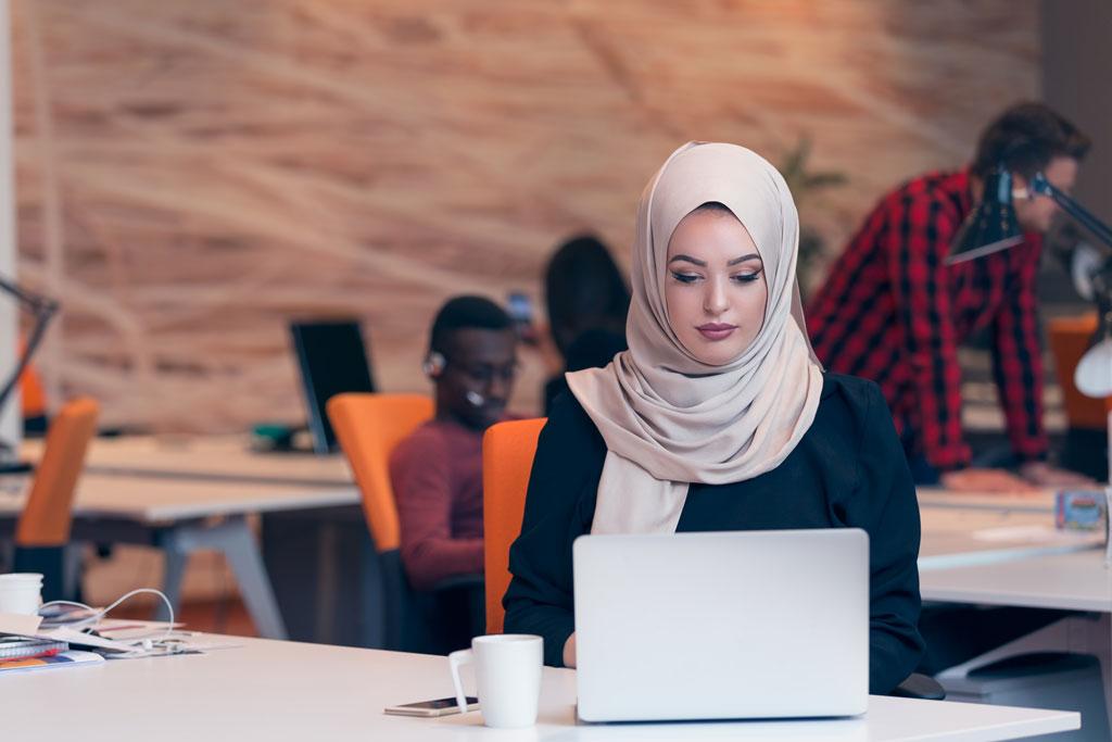 کارآفرینی - کارآفرینی زنان - زنان کارآفرین - اشتغال زایی زنان - مدیریت کارآفرینی - کسب و کار زنان - مانی شجاعی - کارآفرینی بانوان