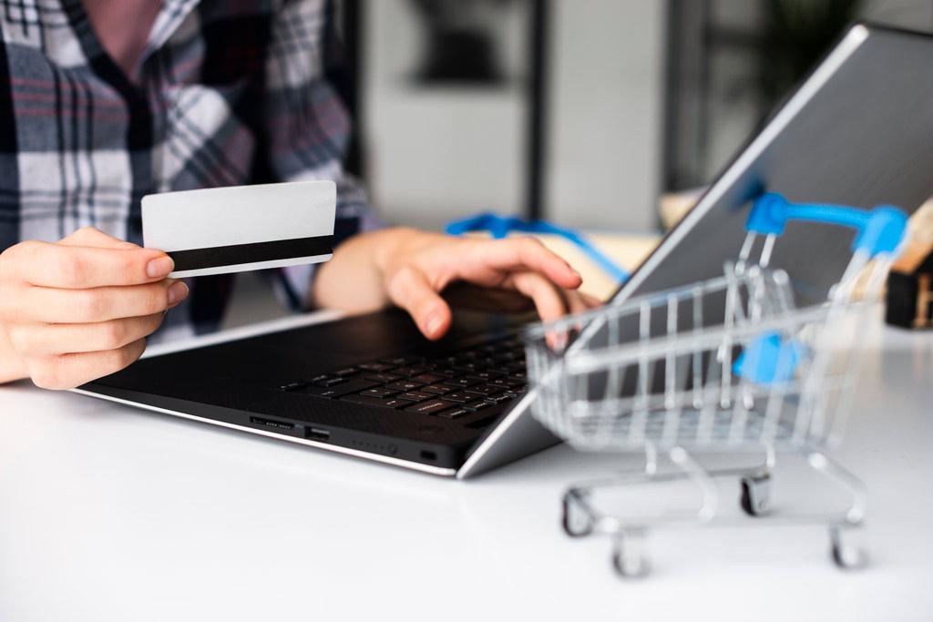 عوامل موثر در خرید-خرید-فروش-مشتری-رفتار مشتری-رفتار خریدار-بازاریابی-خرید الکترونیک-بازار دیجیتال-مانی شجاعی